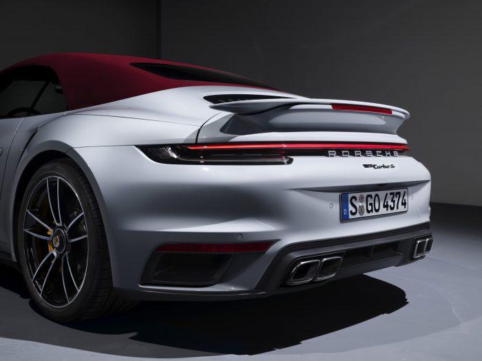 Grotere achtervleugel van de 911 Turbo S